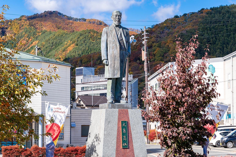 釜石駅前にある大島高任像